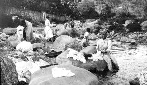 Lessiveuses à la rivière, Saint-Pierre, Martinique